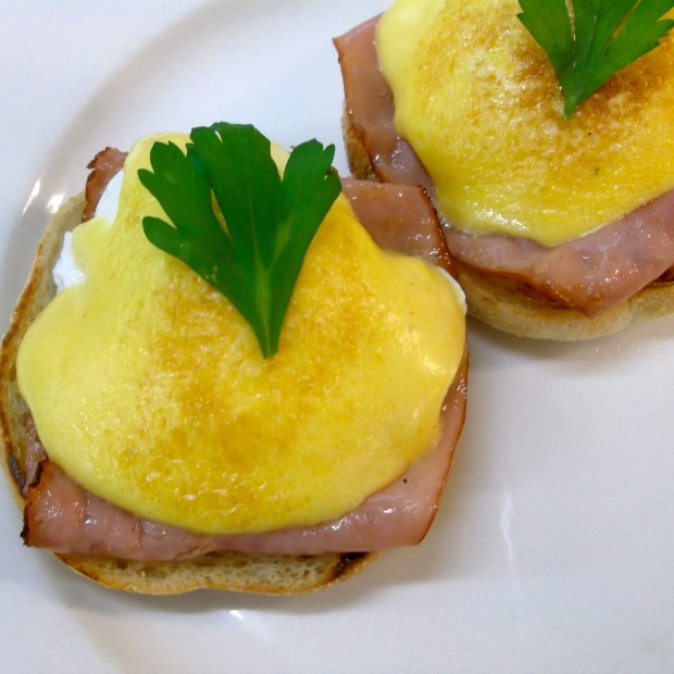 Eggs Benedict (poached)