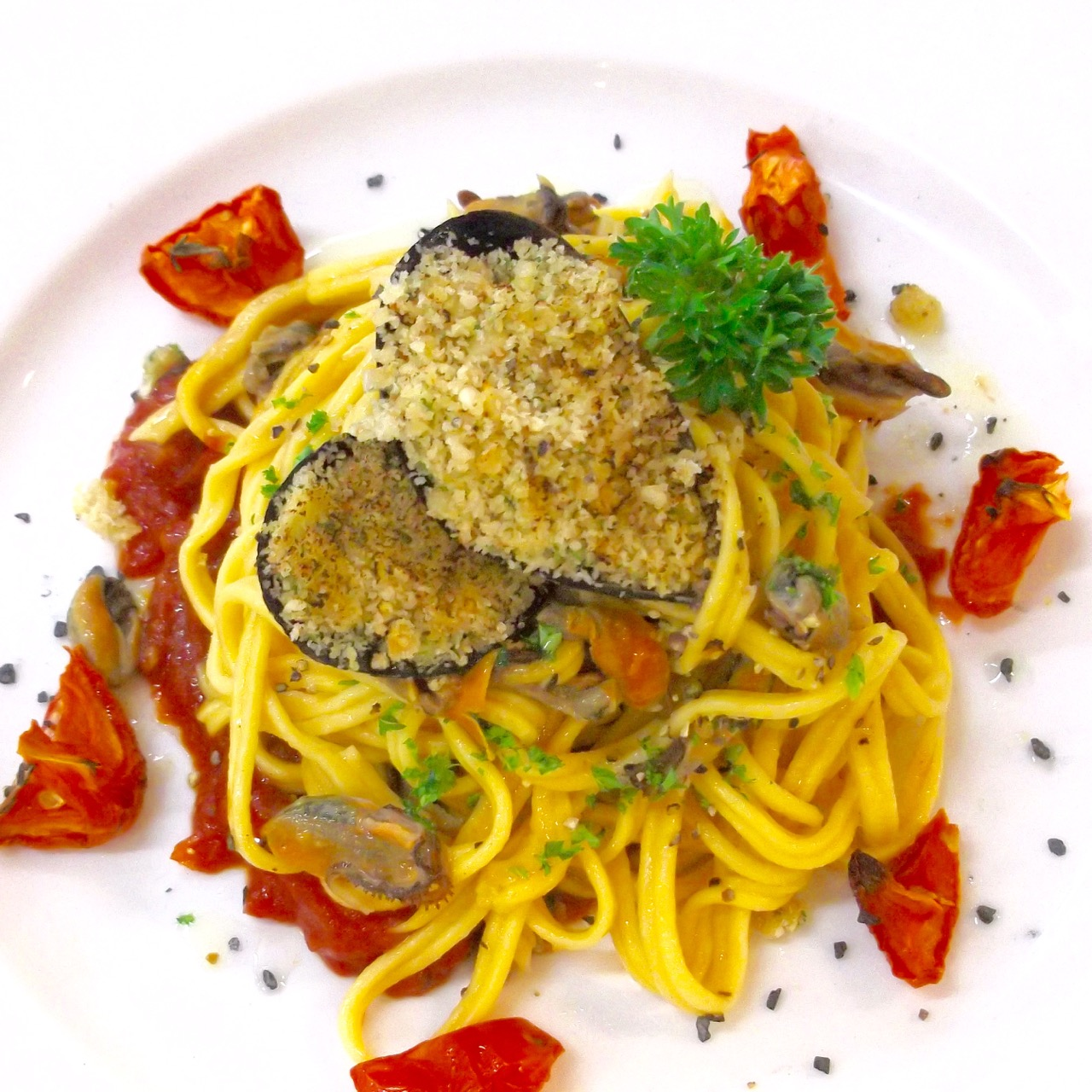 Fettuccine with White Wine Mussel Sauce